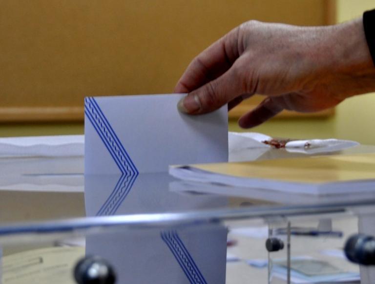 Δημοσκόπηση: Στις 4,7 μονάδες η διαφορά της ΝΔ από τον ΣΥΡΙΖΑ