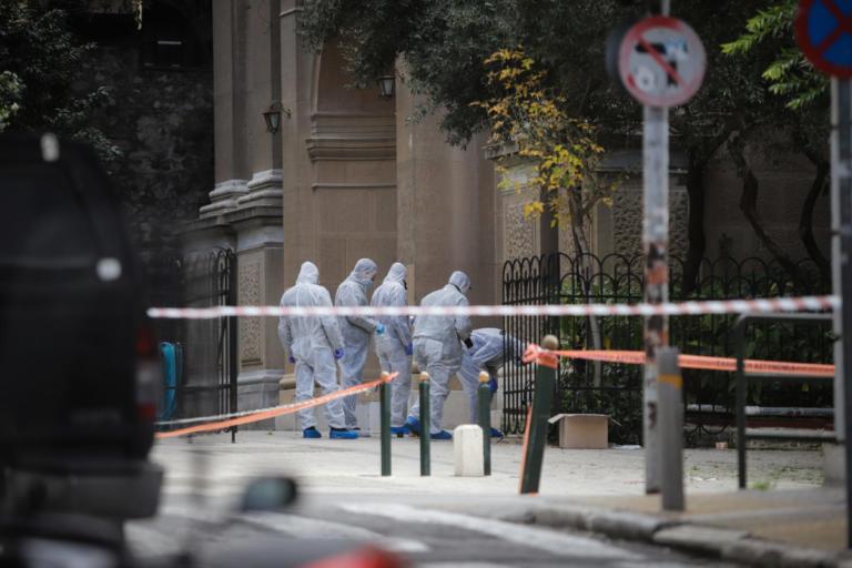Βόμβα στο Κολωνάκι: «Δέκα λεπτά πριν την έκρηξη κόσμος ερχόταν στην εκκλησία!»
