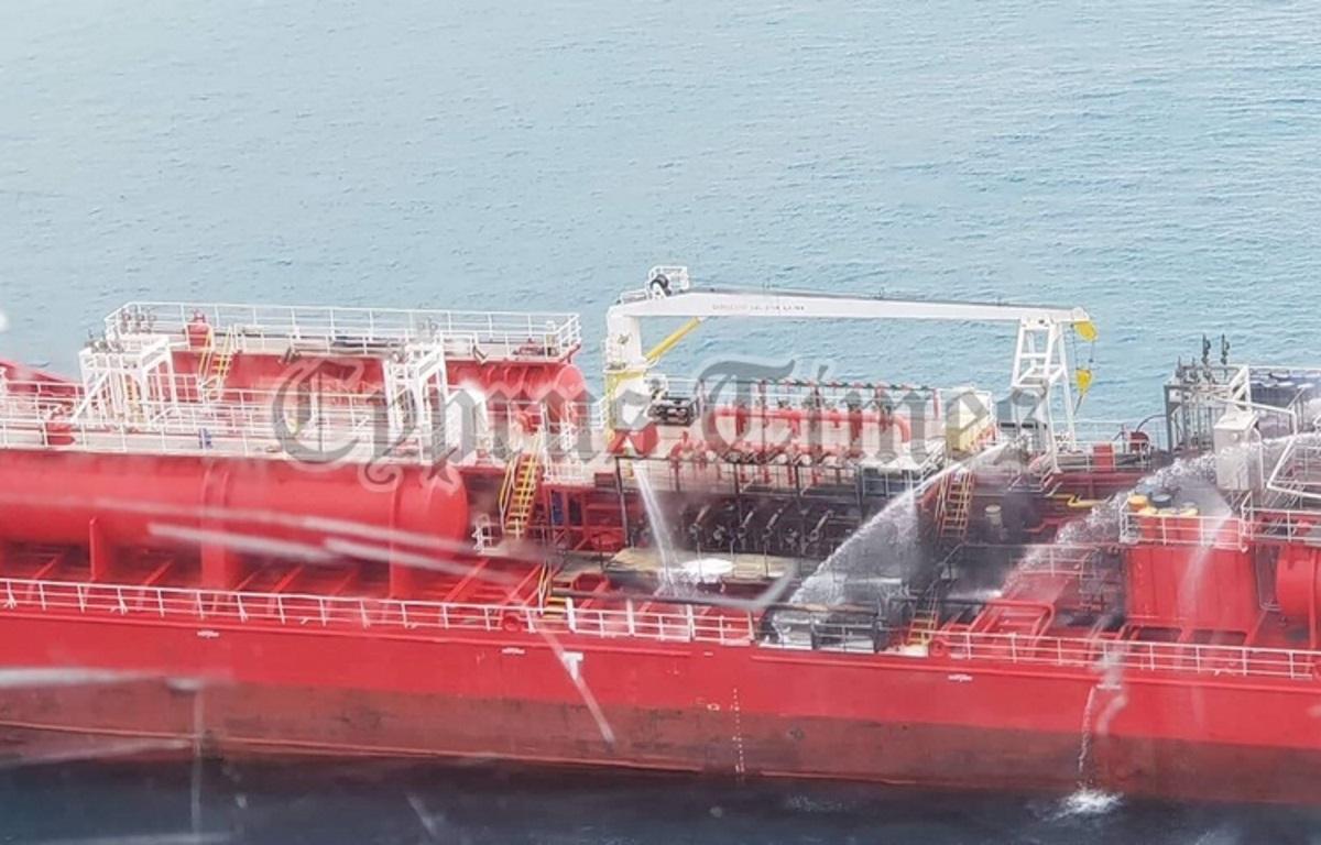 """Επτά Έλληνες ναυτικοί στο πετρελαιοφόρο """"Athlos"""", όπου έγινε έκρηξη – Video ντοκουμέντο"""