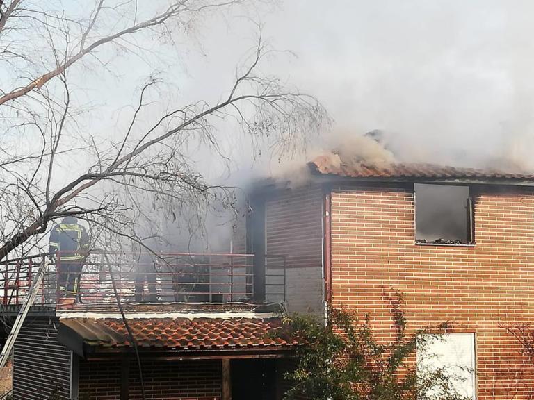Θεσσαλονίκη: Σώθηκαν από αυτό το φλεγόμενο διαμέρισμα – Η φωτιά ξεκίνησε από την καμινάδα – video