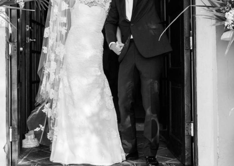 Το ζευγάρι της showbiz παντρεύτηκε και αυτές είναι οι πρώτες φωτογραφίες από τον γάμο του!