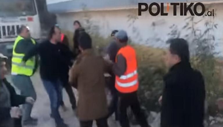 Χαμός στη Χιμάρα! Στα χέρια οι κάτοικοι με υπαλλήλους που πήγαν να γκρεμίσουν τα σπίτια τους – Video