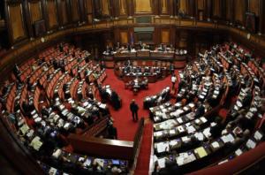 """Σάλος στην Ιταλία: Βιντεοσκόπησαν βουλευτές σε… """"καυτές"""" στιγμές στις τουαλέτες"""