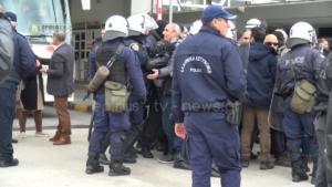 Μνημόσυνο Κατσίφα: Τι καταγγέλλουν οι Έλληνες για το «μπλόκο» στην Κακαβιά – video
