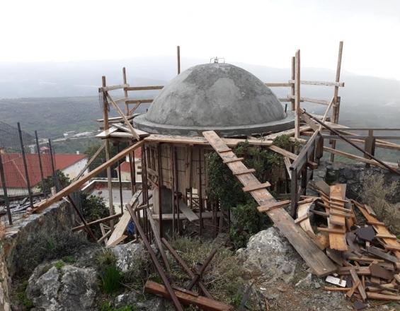 Κρήτη: Μεγαλοπρεπές καμπαναριό πάνω σε βράχο – Το έργο που κεντρίζει τα βλέμματα [pics]