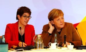 Ανατροπή στη Γερμανία! Πιο δημοφιλής η Καρενμπάουερ από τη Μέρκελ!