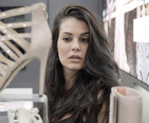 Σεξουαλική επίθεση στη Μαρία Κορινθίου – Άγνωστος προσπάθησε να της κατεβάσει το παντελόνι