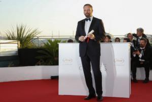 Λάνθιμος: Βαθιά υπόκλιση του Observer στον Έλληνα σκηνοθέτη! video, pics