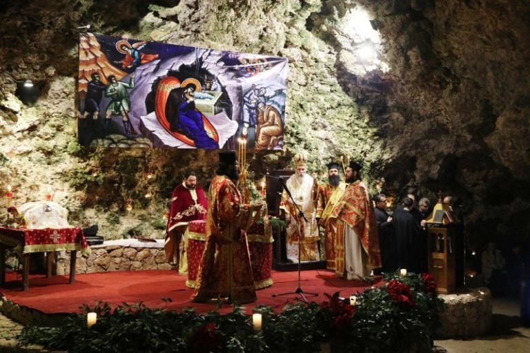 Κρήτη: Η ακολουθία των Χριστουγέννων μέσα στο σπήλαιο που θυμίζει την φάτνη της Βηθλεέμ [pics]