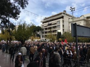"""Συγκεντρώσεις στο κέντρο της Αθήνας – Κλειστοί δρόμοι και ο σταθμός του μετρό """"Σύνταγμα"""""""