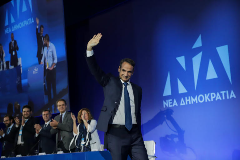 """Συνέδριο ΝΔ: Φινάλε με """"Ανοιχτό Κόμμα – Ανοιχτό Βήμα"""" και νέα Πολιτική Επιτροπή – Τι λέει ο Μητσοτάκης για εκλογές και Τσίπρα"""