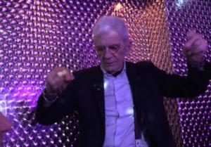 «Βαρύ» ζεϊμπέκικο ο Γιάννης Μπουτάρης σε νυχτερινό κέντρο στην Θεσσαλονίκη [pics]
