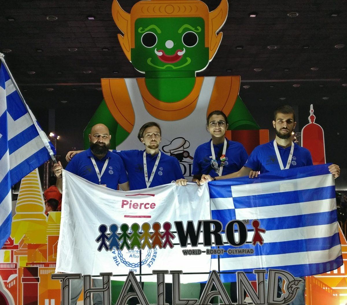 Έλληνες μαθητές σάρωσαν σε διαγωνισμό Ρομποτικής [pics]