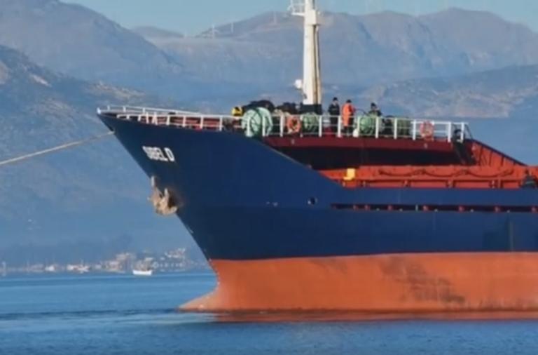 Ναύπλιο: Η στιγμή της αποκόλλησης πλοίου στο λιμάνι – Τι διαπίστωσαν οι δύτες που βούτηξαν – video