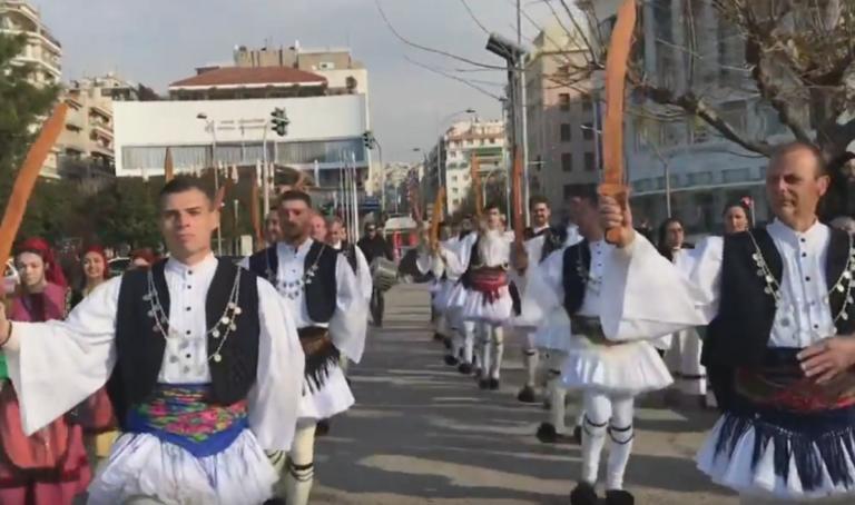 Θεσσαλονίκη: Ξεσήκωσαν το κέντρο και ζωντάνεψαν το ιδιαίτερο έθιμο από τα χρόνια της Tουρκοκρατίας – video