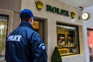 Καρέ καρέ η ληστεία στη Rolex: Έκλεψε ρολόγια 300.000€ και εξαφανίστηκε