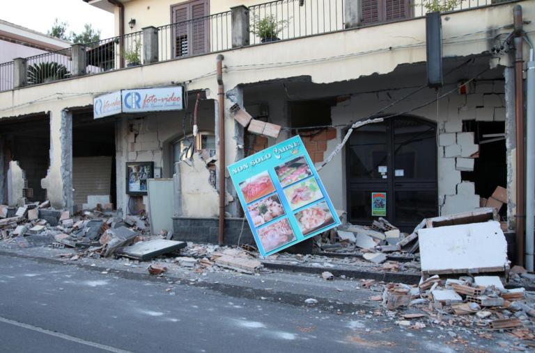 """Σεισμός στην Ιταλία: Σε επιφυλακή οι αρχές για νέα """"ταρακούνημα"""" – Δεν έχει """"ησυχάσει"""" ακόμα η Αίτνα"""