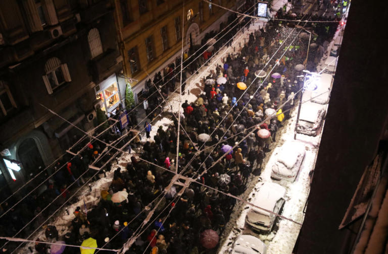 Χιλιάδες διαδηλωτές στους δρόμους του Βελιγραδίου κατά του προέδρου Βούτσιτς
