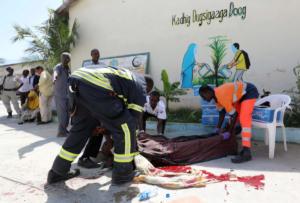 Όλεθρος στην Σομαλία – Τουλάχιστον 22 νεκροί από διπλή βομβιστική επίθεση [pics]