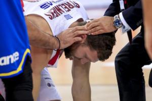 Ολυμπιακός: Τραυματίστηκε στο κεφάλι ο Στρέλνιεκς! Κατευθείαν για ράμματα [pics]