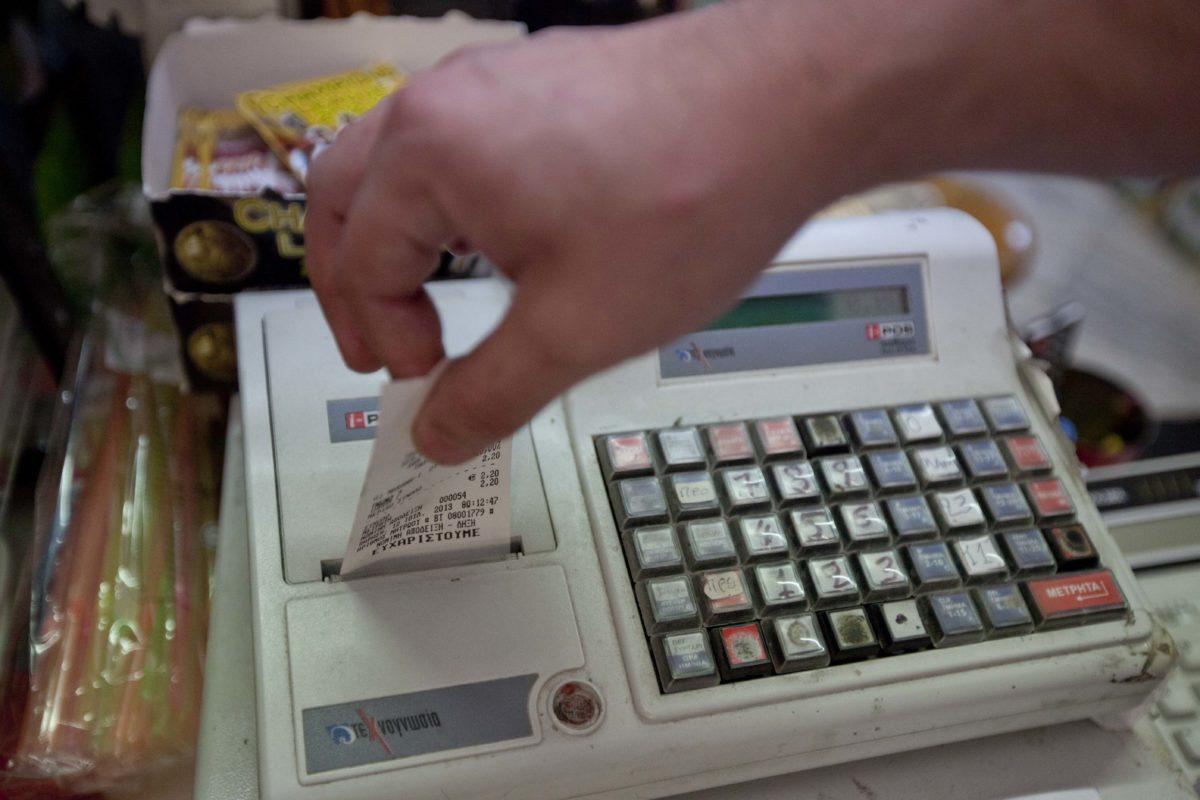 Θεσσαλονίκη: Η σερβιτόρα έβαζε χέρι στο ταμείο του μπαρ που εργαζόταν! Έβγαλε πάνω από 25.000 ευρώ