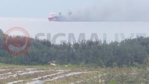 Έκρηξη σε φορτηγό – πλοίο κοντά στο Ζύγι – Έπεσαν στη θάλασσα για να σωθούν [pics, video]