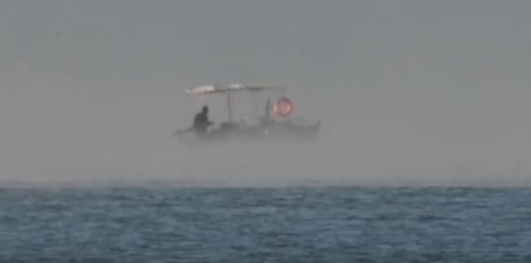 """Ναύπλιο: Εντυπωσιακές εικόνες με τη θάλασσα να """"βράζει"""" – Χάθηκε ο ψαράς στον ορίζοντα – video"""