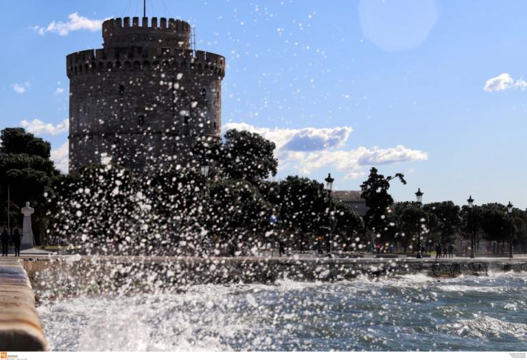 Θεσσαλονίκη: Πτώση άντρα στον Θερμαϊκό – Σε νοσοκομεία τα δύο άτομα που βούτηξαν για να τον σώσουν!