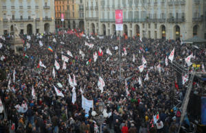 Τορίνο: Λαοθάλασσα ενάντια στην σιδηροδρομική σύνδεση με την Λιόν [pics]
