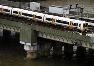 Τραγικό δυστύχημα στο τρένο! Γυναίκα πλήρωσε με τη ζωή της μια παράτολμη κίνηση!
