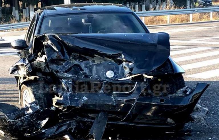 Φθιώτιδα: Διαλύθηκαν δύο αυτοκίνητα σε φοβερό τροχαίο με 4 τραυματίες – Ρούχα πετάχτηκαν στο δρόμο [pics]