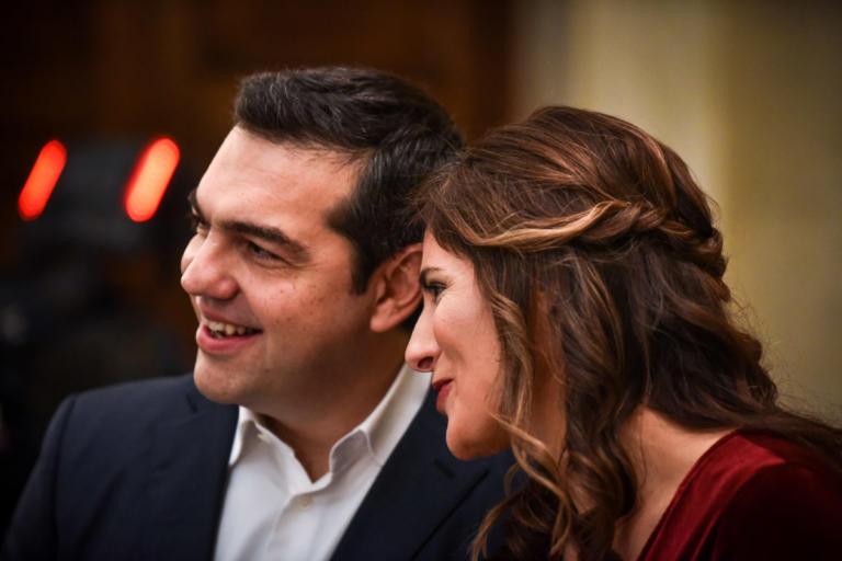 """Αλέξης Τσίπρας – Μπέτυ Μπαζιάνα στην παράσταση """"Ξύπνα Βασίλη"""""""