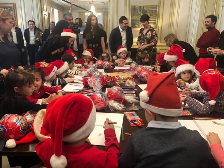 """Τσίπρας: Άλλαξε… όλο το υπουργικό! Η """"εξουσία"""" στα παιδιά! [pic]"""