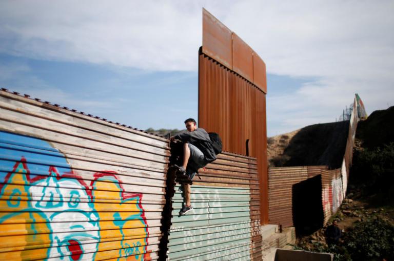 Επιμένει ο Τραμπ: Το Μεξικό θα πληρώσει για το τείχος στα σύνορά μας