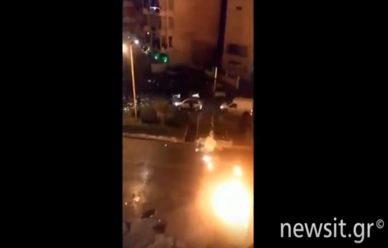 Νέο video ντοκουμέντο από την επίθεση με μολότοφ στη βάση των ΜΑΤ