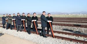 Βόρεια Κορέα και Νότια Κορέα εγκαινίασαν ιστορικό έργο! [pics]