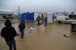 Στο έλεος σφοδρής κακοκαιρίας χιλιάδες Σύροι πρόσφυγες!