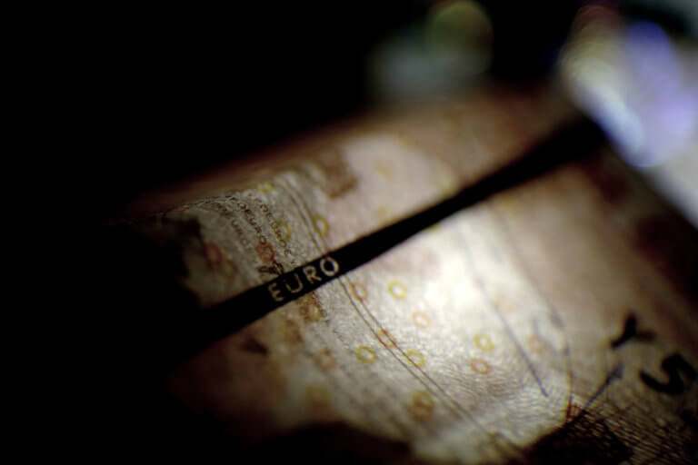 «Καμπανάκι» ΟΟΣΑ για ανάπτυξη και κατώτατο μισθό