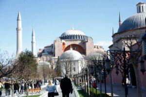 Θέλουν την Αγία Σοφία τζαμί – Διαδήλωση από φανατικούς την Παρασκευή