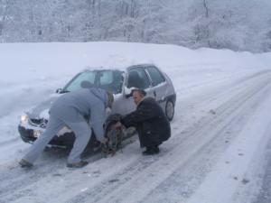 Χιονίζει τώρα στην Αθήνα: Οι πρώτες απαγορεύσεις κυκλοφορίας