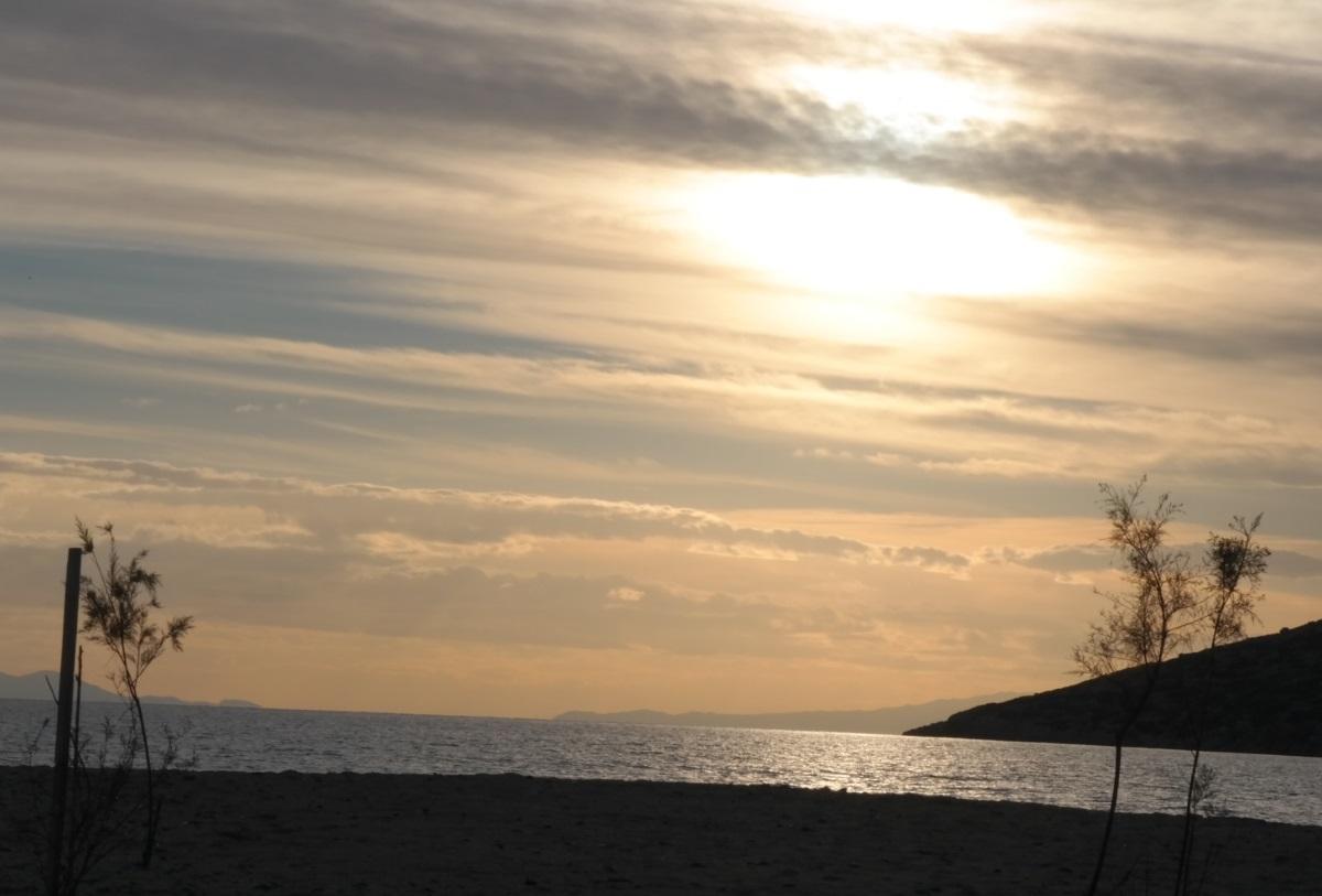 Ανάβυσσος: Θρίλερ με πτώμα άνδρα στην παραλία!