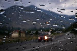 Καιρός: Βροχές, καταιγίδες και πολλά μποφόρ – Που θα χτυπήσει σήμερα η κακοκαιρία