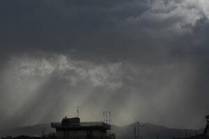 Καιρός: Βροχές, καταιγίδες και χιόνια… πάλι