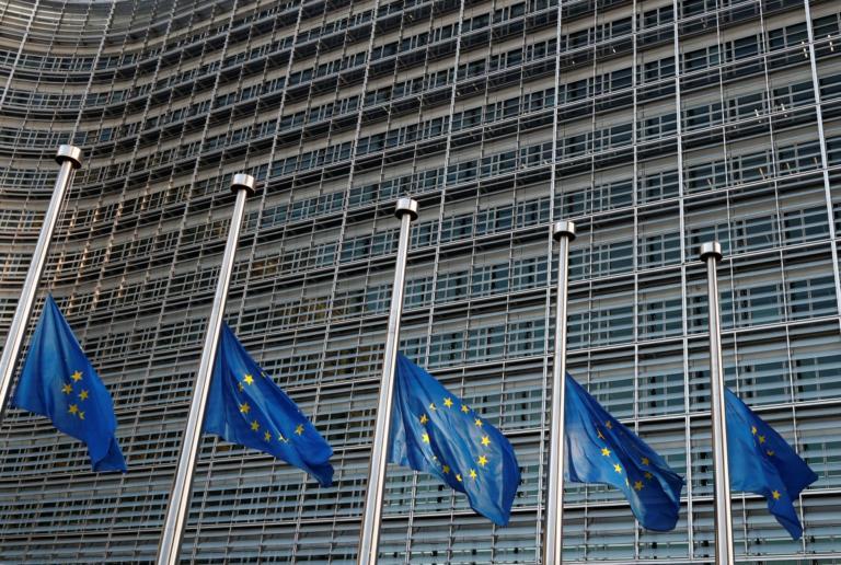 """Η θέση της Ελλάδας στην καρδιά της Ευρωζώνης είναι διασφαλισμένη """"απαντούν"""" οι Βρυξέλλες σε Σημίτη"""