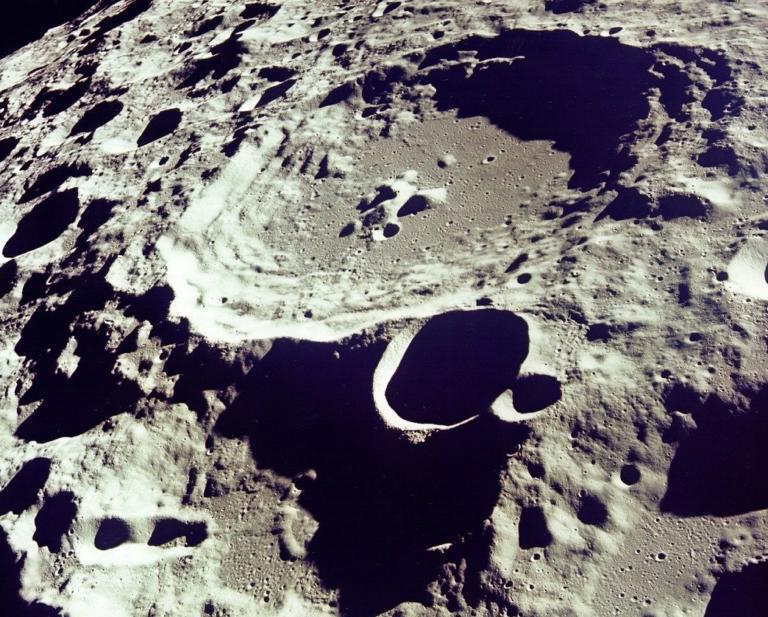 Τι αποκαλύπτουν οι κρατήρες στη Σελήνη για Γη και αστεροειδείς