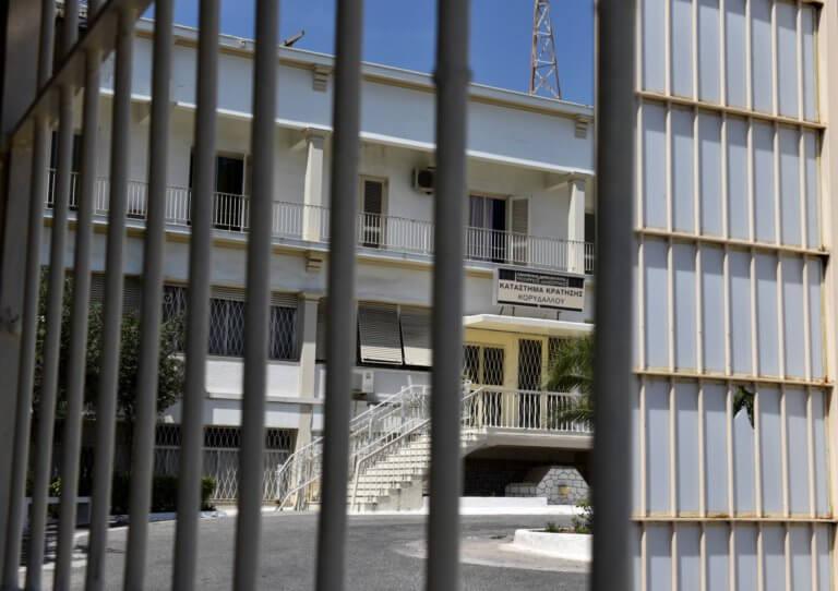 Νεκρός κι άλλος Αλβανός κρατούμενος στις φυλακές Κορυδαλλού   Newsit.gr