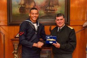 """Το Πολεμικό Ναυτικό τίμησε τον Καραλή! """"Στιγμή που θα μείνει για πάντα στην καρδιά μου"""""""