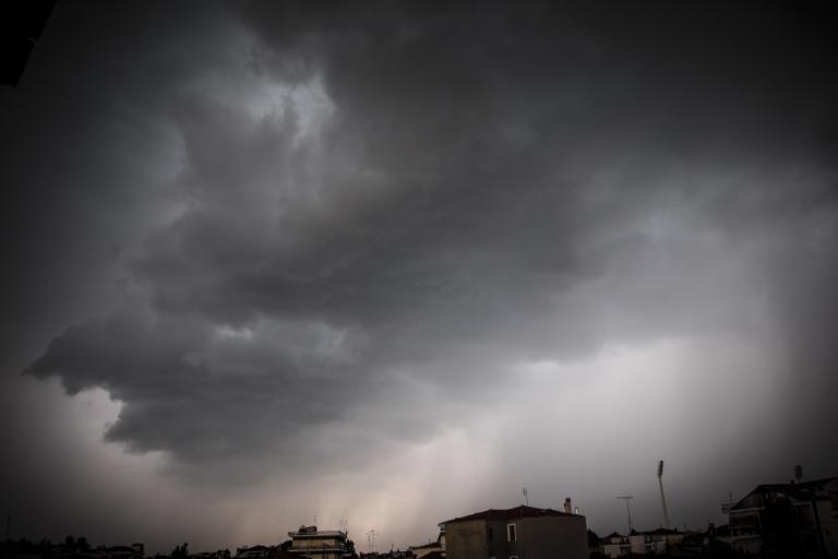 Καιρός: Έρχονται βροχές και καταιγίδες – Χιόνια σε όλα τα ορεινά | Newsit.gr