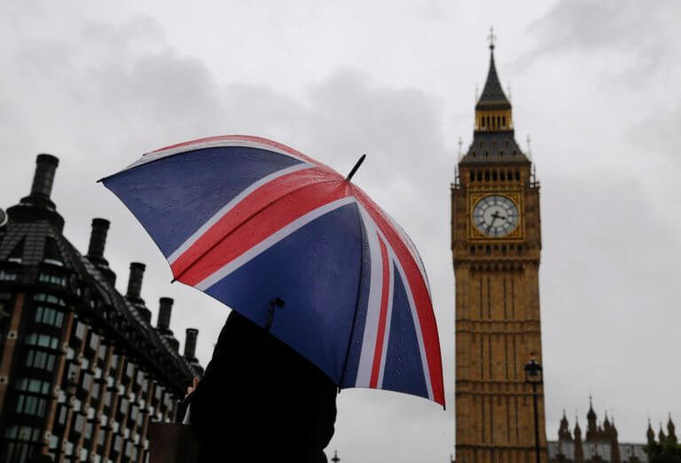 "Brexit: Αίτηση για να λάβουν καθεστώς ""μόνιμου κατοίκου"" κάνουν οι Έλληνες της Βρετανίας"
