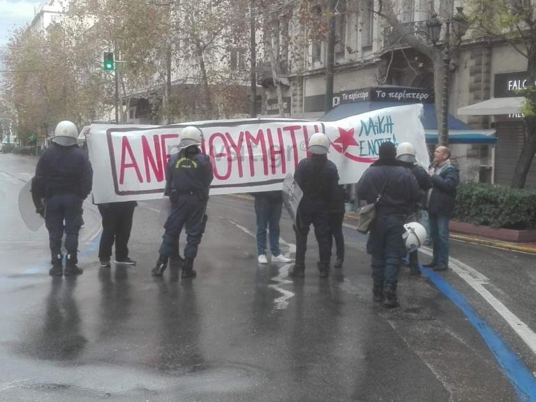 Πανό κατά της Μέρκελ στην Πανεπιστημίου | Newsit.gr